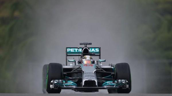 F1-2014-SEPANG-MERCEDES-LEWIS-HAMILTON-EN-POLE-LA-33eme
