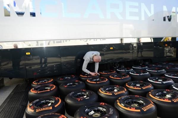 F1-2014-Test-JEREZ-27-au-31-Janvier-Les-pneumatiques-PIRELLI-Photo-Max-MALKA