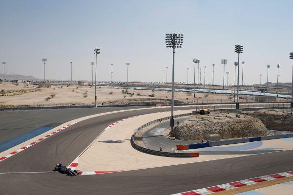 F1-2014-Test-Sakhir-a-BAHREIN-La-MCLAREN-MERCEDES-de-Kevin-MAGNUSSEN