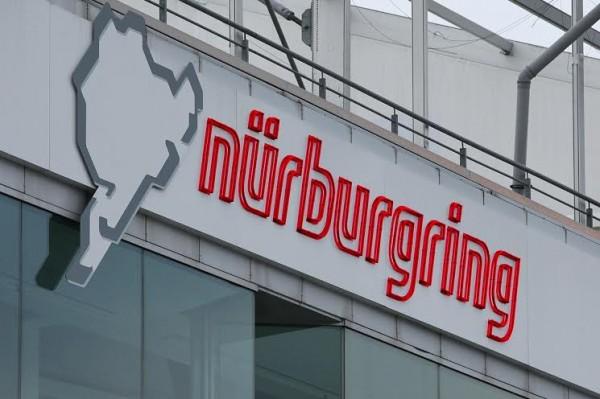 NURBURGRING-2014-Le-Nurburgring-tout-un-symbole-sauve-de-justesse©-Manfred-GIET.