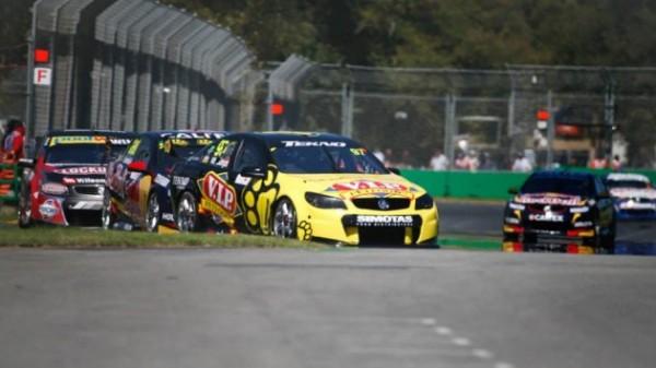 V8 SUPERCAR 2014 MELBOURNE Samedi 15 mars - SHANE vAN GISBERGEN 3ème victoire