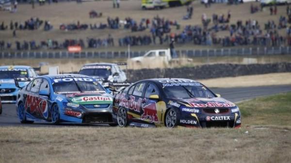 V8-SUPERCAR-2014-TASMANIE-HOLDEN-JAMIE-WHINCUP