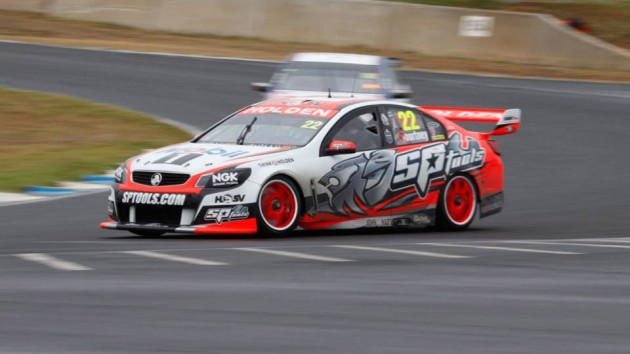 V8-Supercar-2014-James-Courtnry-Holden-1er-course-3-Cripsal-500-Adelaide-2-Mars.