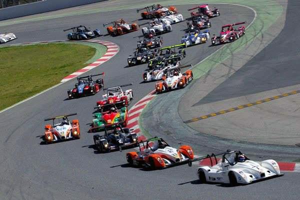 VdeV-2014-Barcelone-La-NORMA-M20-FC-du-Team-PALMYR-mene-limposant-peloton-des-protos