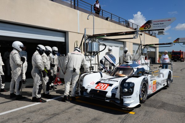 WEC-2014-PROLOGUE-au-PAUL-RICARD-Arrét-ravitaillement-pour-la-PORSCHE-919-Hybrid-N°20-de-Wrbber-Hartley-Bernhardt-Photo-Antoine-CAMBLOR