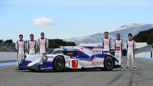 WEC-2014-Presentation-Team-TOYOTA-Circuit-Paul-RICARD-Jeudi-27-Mars-Les-six-pilotes-posent-avec-la-nouvelle-TS040-Photo-Max-MALKA