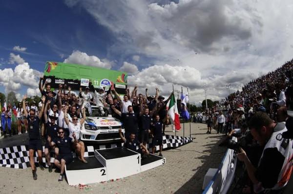 WRC-2014-MEXIQUE-ARRIVEE-VICIORIEUSE-DE-SEB-OGIER-Photo-TEAM