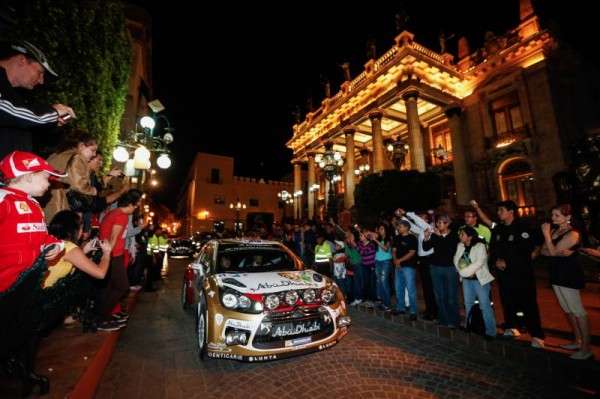 WRC-2014-MEXIQUE-Equipe-CITROEN-La-DS3-de-MEEKE-Photo-TEAM