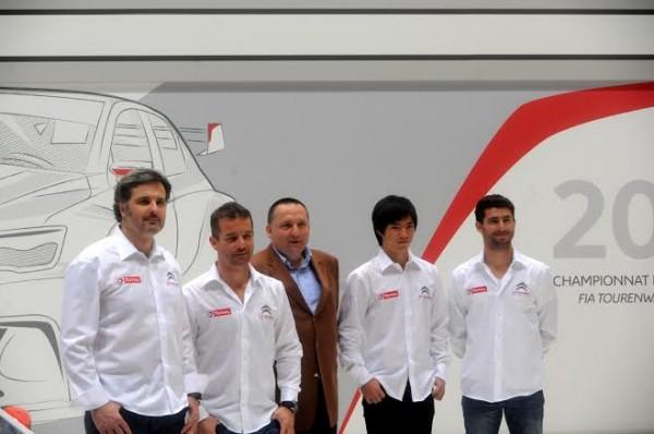 WTCC-2014-SALON-DE-GENEVE-le-5-mars-Les-pilotes-sur-le-STAND-CITROEN-avec-Yves-MATTON-le-patron-de-CITROEN-Racing-Photo-Claide-MOLINIER