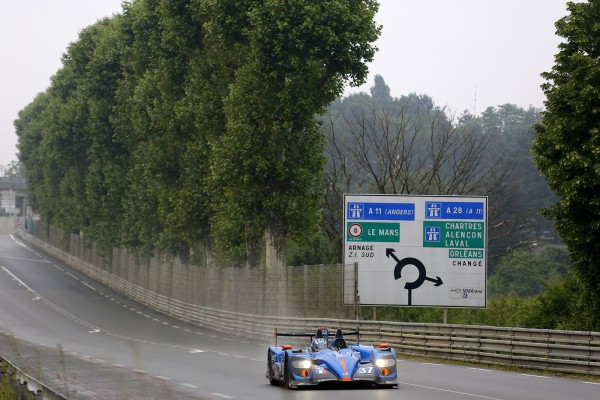 24-H-DU-MANS-2013-ALPINE-a-la-sortie-du-virage-du-Tertre-ROUGE-Photo-Thierry-COULIBALY