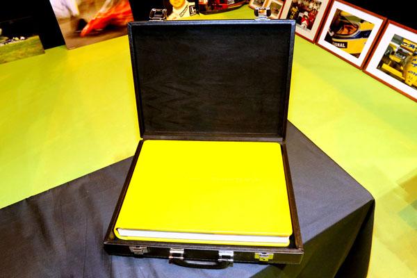 ALBUM SUR AYRTON SENNA la Mallette qui contient le livre Livre sur Senna