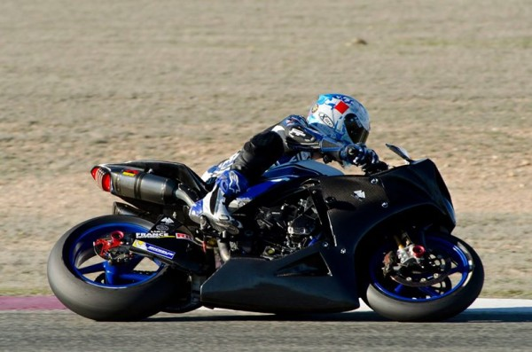 ENDURANCE-MOTO-2014-GMT-94-Yamaha-R1-Michelin-2014-en-test-a-Albacete-avec-David-Checa