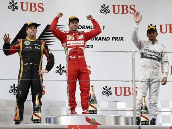 F1-2013-GP-CHINE-SHANGHAI-Podium-ALONSO-RAIKKONEN-HAMILTON-photo-PIRELLI