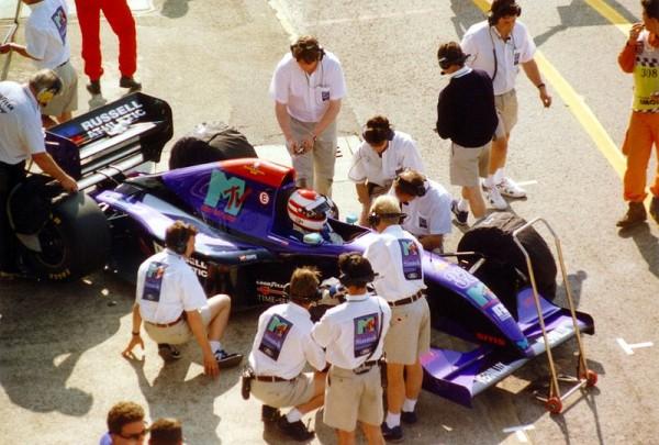 F1-30-AVRIL-1994-Roland-RATZENBERGER-dans-le-stand-SIMTEK-a-IMOLA