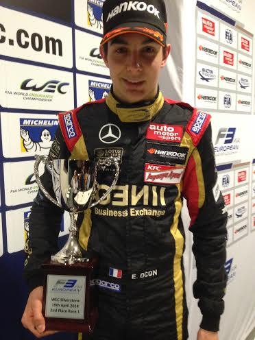 F3-2014-SILVERSTONE-Esteban-OCON-avec-la-Coupe-du-Vainqueur-de-la-seconde-course