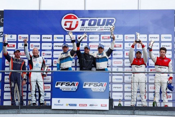 GT-TOUR-2014-Le-podium-de-la-seconde-course