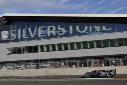 SILVERSTONE-2011-AUDI-batiment-new-look.