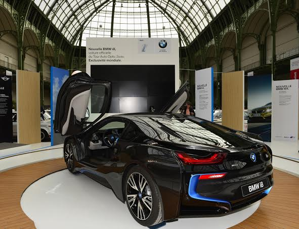 TOUR-AUTO-2014-BMW-expose-son-modele-sous-la-Verriere-du-Grand-PALAIS-a-PARIS-Lundi-7-avril-Photo-Max-MALKA