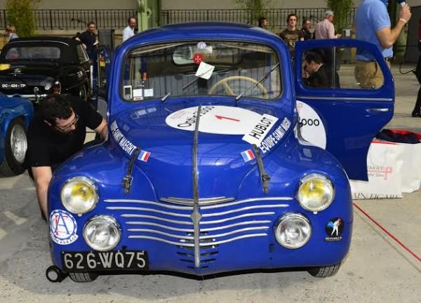 TOUR-AUTO-2014-INOUBLIABLE-4CV-RENAULT-de-1952-Fréderic-BRUN-a-PARIS-Lundi-7-avril-Photo-Max-MALKA