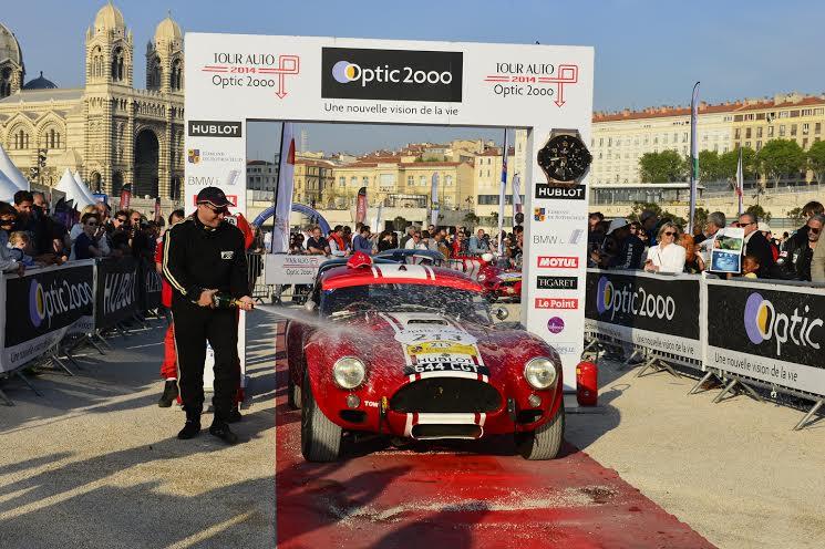 TOUR-AUTO-2014-Le-vainqueur-et-son-AC-COBRA-Photo-Max-MALK