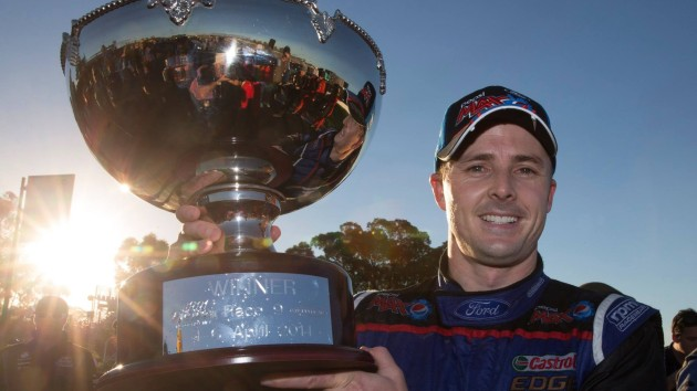 V8-SUPERCAR-2014-A-PUKEKOHE-MARK-WINTERBOTTOM-Double-vainqueur.