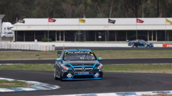 V8-SUPERCAR-2014-A-WINTON-victoire-course-2-de-la-MERCEDES-de-Lee-HOLDSWORTH