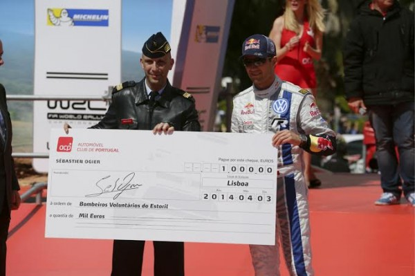 WRC-2014-PORTUGAL-SUPERSPECIALE-LISBONNE-OGIER-remise-du-cheque.