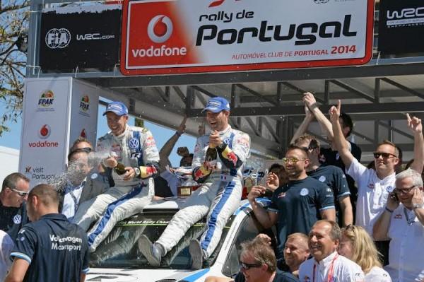 WRC-2014-RALLYE-DU-PORTUGAL-Les-vainqueurs-OGIER-et-INGRASSIA-avec-la-VW-POLO-Photo-TEAM