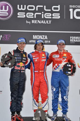 WSR-2014-MONZA-course-1-Le-podium-avec-SAINZ-GASLY-et-Photo-Antoine-CAMBLOR