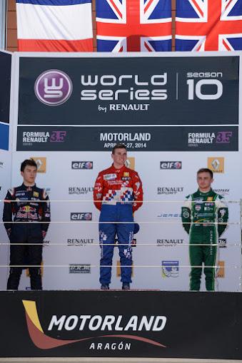 WSR-2014-MOTORLAND-LE-podium-course-2-avec-Pierre-GASLY-2éme-Oliver-ROWLAND-1er-et-Will-STEVENS-3éme-Photo-Antoine-CAMBLOR