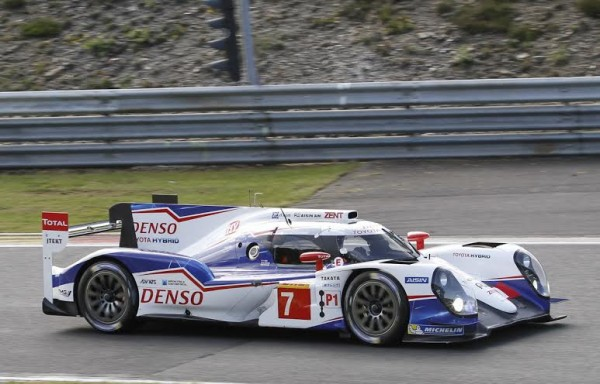 24-H-DU-MANS-2014-Test-SPA-Team-TOYOTA-Photo-Manfred-GIET