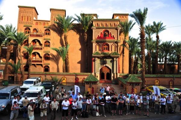 LES 26 EQUIPAGES DE FOUS JOYEUX DEVANT L'hOTEL PALAIS ASMA A ZAGORA