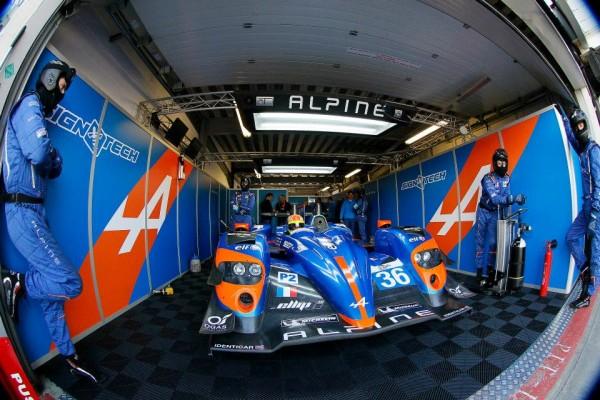 ELMS-2014-SILVERSTONE-le-stand-ALPINE-A-450-du-Team-SIGNATECH-de-CHATIN-WEBB-PANCIATICI