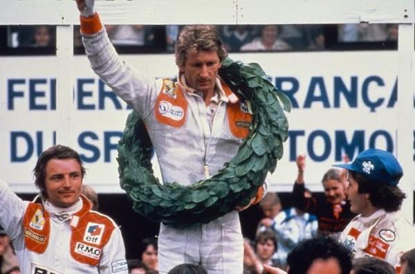 F1-1er-juillet-1979-B-GP-de-France-à-Dijon-Prenois-1ere-victoire-RENAULT-en-GP-avec-Jean-Pierre-JABOUILLE-DEVANT-Gilles-VILLENEUVE-second-et-ARNOUX.