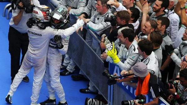 F1-2014-SEPANG-DOUBLE-des-pilotes-MERCEDES-au-GP-de-MALAISIE-le-dimanche-30-Mars-le-1er-des-Fleches-d-argent-depuis-1955