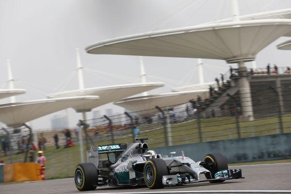 F1-2014-SHANGHAI-Mercedes-de-Lewis-HAMILTON