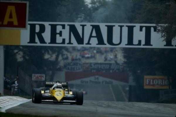 F1-Alain-PROST-au-GP-ITALIE-1983-a-MONZA-avec-la-RENAULT-Turbo