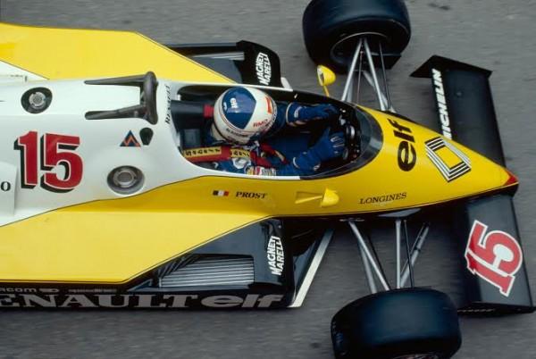 F1-Vue-de-haut-de-la-RENAULT-TURBO-Au-volant-Alain-PROST.