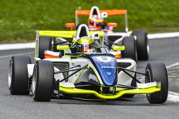 F4 2014 GP DE PAU DORIAN VOCCOLACCI en pole