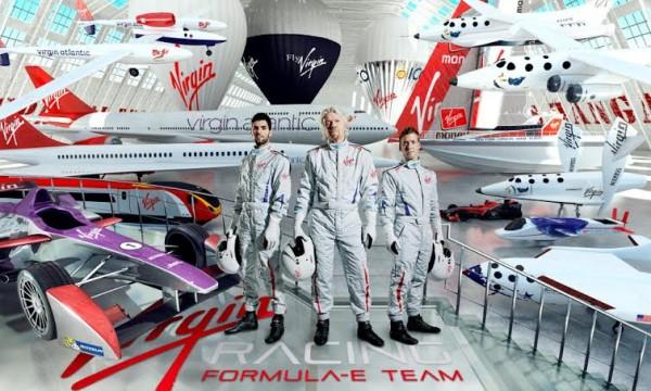 FORMULE-E-2014-Les-pilotes-du-Team-VIRGIN-ALGUARSUARI-et-Sam-VIRD-entourtent-le-patron-de-VIRGIN-Richard-BRANSON
