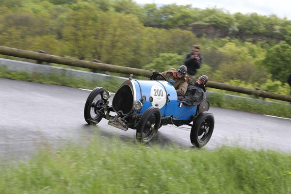 GP-DE-LYON-2014-Bugatti-Brescia-T13-1920-ELKERSLEY-JULIAN-dans-la-course-de-côte-de-Limonest-Mt-Verdun-sur-route-fermée-HAASE-Classic-Photo