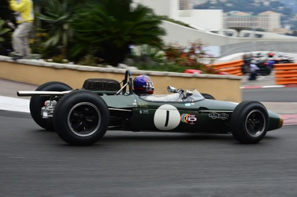 GRAND-PRIX-HISTORIQUE-MONACO-2014-BRABHAM-BT11-Climax-de-1964-de-Roy-WALZER-Photo-Max-MALKA