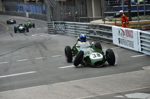 GRAND-PRIX-HISTORIQUE-MONACO-2014-LOTUS-16-de-1958-de-Georg-KJALLGRELN-Photo-Max-MALKA.j