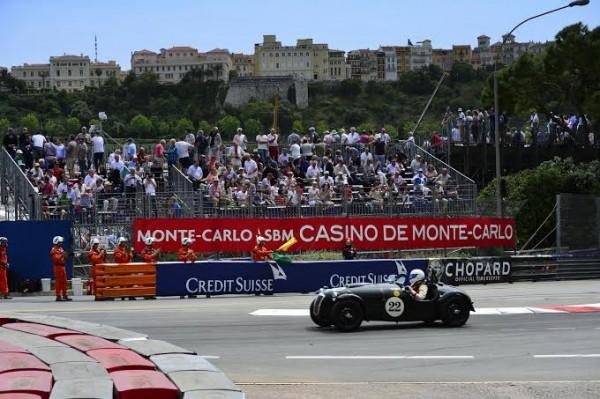 GRAND-PRIX-HISTORIQUE-MONACO-2014-Le-vainqueur-de-la-série-C-FRAZER-NASH-Le-Mans-MK1-de-1951-de-Ian-DALGLISH-Photo-Max-MALKA