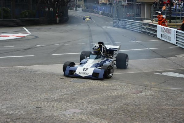 GRAND-PRIX-HISTORIQUE-MONACO-2014-Série-E-Freinage-tardif-a-Ste-DEVOTE-de-la-SURTEES-TS9B-de-1971-de-Max-SMITH-HILLIARD-Photo-Max-MALKA