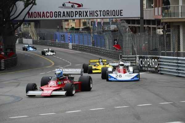 GRAND-PRIX-HISTORIQUE-MONACO-2014-Série-F-Tour-de-chjauffe-ENSIGN-N177-de-1977-de-James-HAGAN-Photo-Max-MALKA
