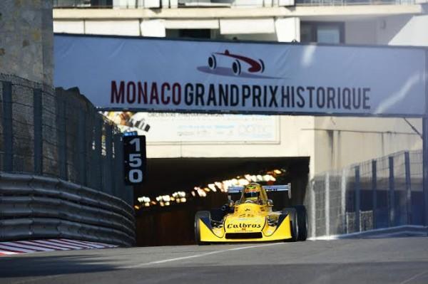 GRAND-PRIX-HISTORIQUE-MONACO-2014-Série-G-F3-Sortie-du-tunnel-MODUS-M1-TOYOTA-de-1975-de-ANDREA-GIULIANI-Photo-Max-MALKA.