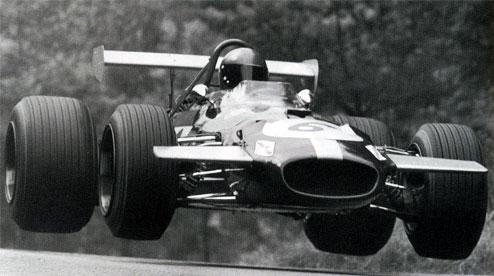 Sir Jack BRABHAM au volant d'une BRABHAM