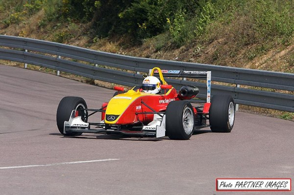 MONTAGNE-2014-HEBECREVON-F3-DALLARA-de-Paul-BUCKINGHAM.