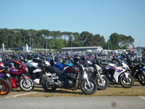 MOTO-GP-2014-GP-de-FRANCE-Une-foule-immense-au-Mans-Temoin-des-parcs-de-motos-gigantesques